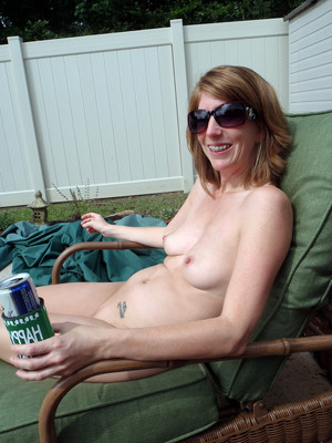 Nude MILFs and housewives fondling..