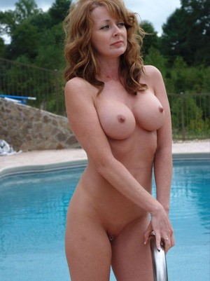 Mature exhibs posing naked at the..