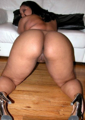 Ebony BBW, nude brown ass close up!..