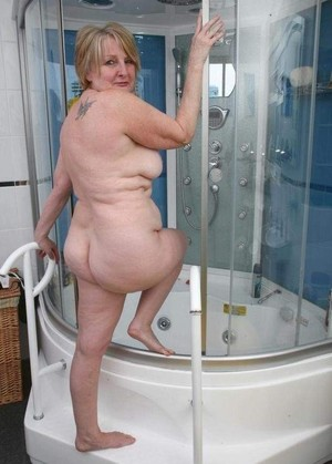 Absolutly naked GRANNIES GOT BACK!