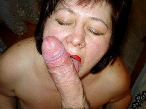 Dissolute mature fucks at home on..