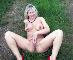 Amateur mature girlfriend with big..