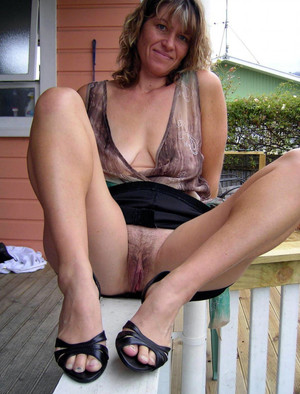 Pussy porn photo with mature women