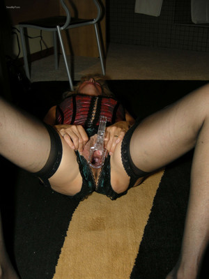 Mature woman masturbating with toys..