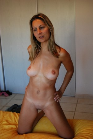 Still sexy mature housewives posing..