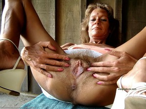 Naked mature pussies expoed on the..