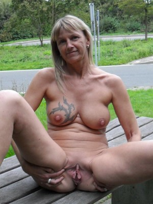 Blonde glam granny show her pussy at..