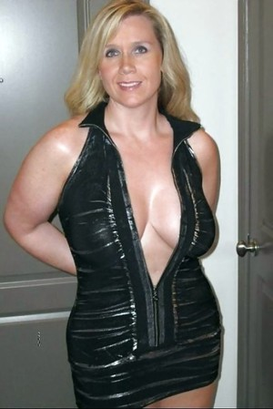 Gorgeous MILF with big cleavage