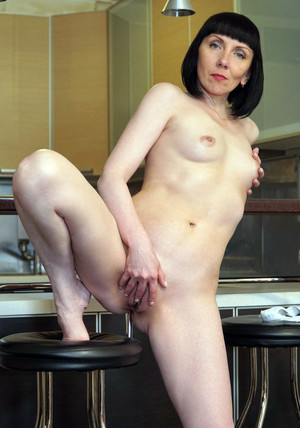 Naked MILF Cherry Despina exposing her..