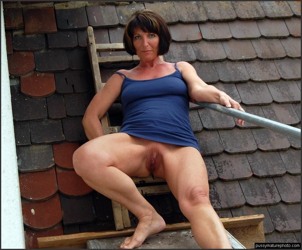 Zeigen ehefrau nackt Ehefrau Nackt