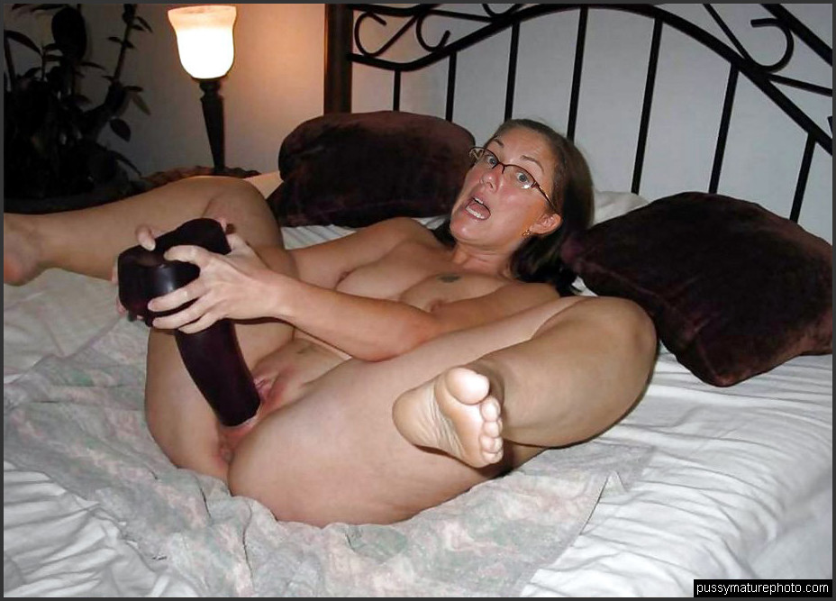 Free picture of lesbian fucking
