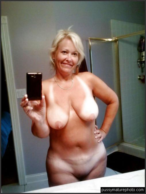 Mature nude selfies