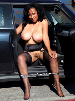 Curvy MILF business lady bares her..