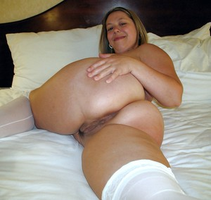 Mature woman swinger exposing her..