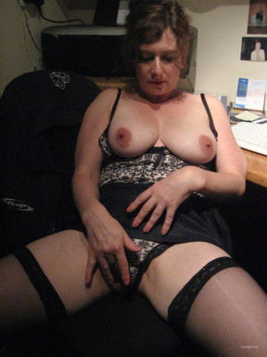 Mature slut Loves to suck cock and..