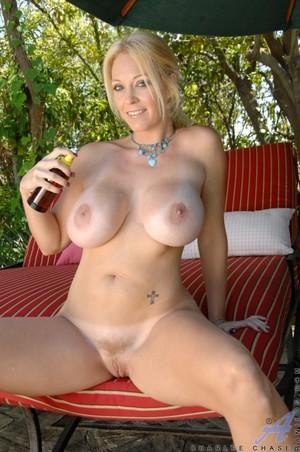 kurvige redhead nude