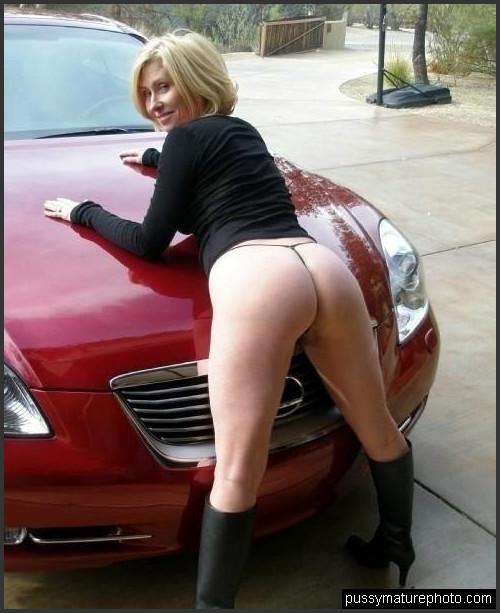 Auto nackte frau im Reife Schlampe