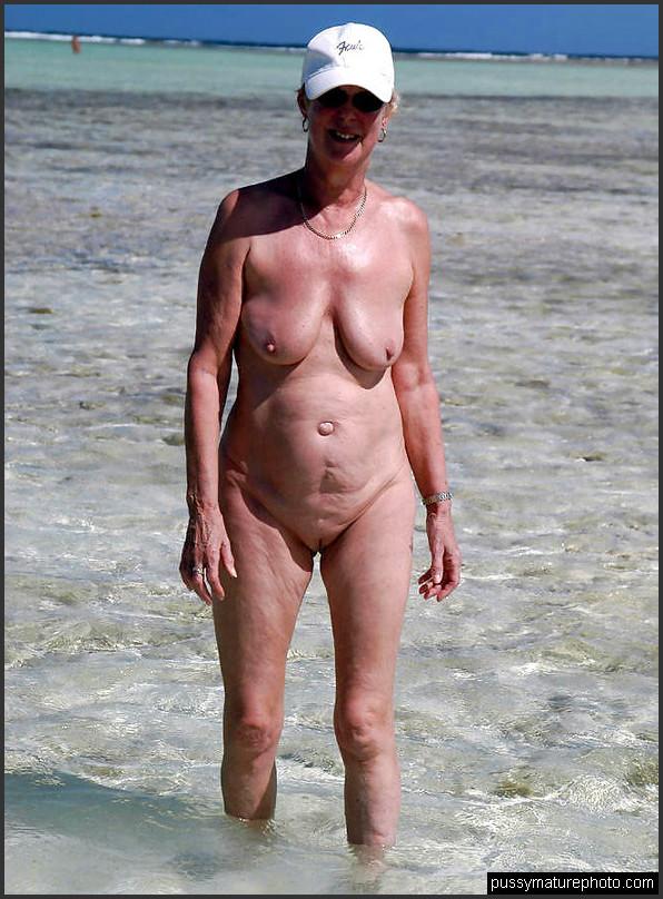 Nackte weiber am strand
