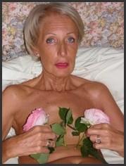 Nackt sehr schlanke oma Oma Pornos: