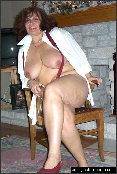 Nackt kurvige frauen Kurvige Frau