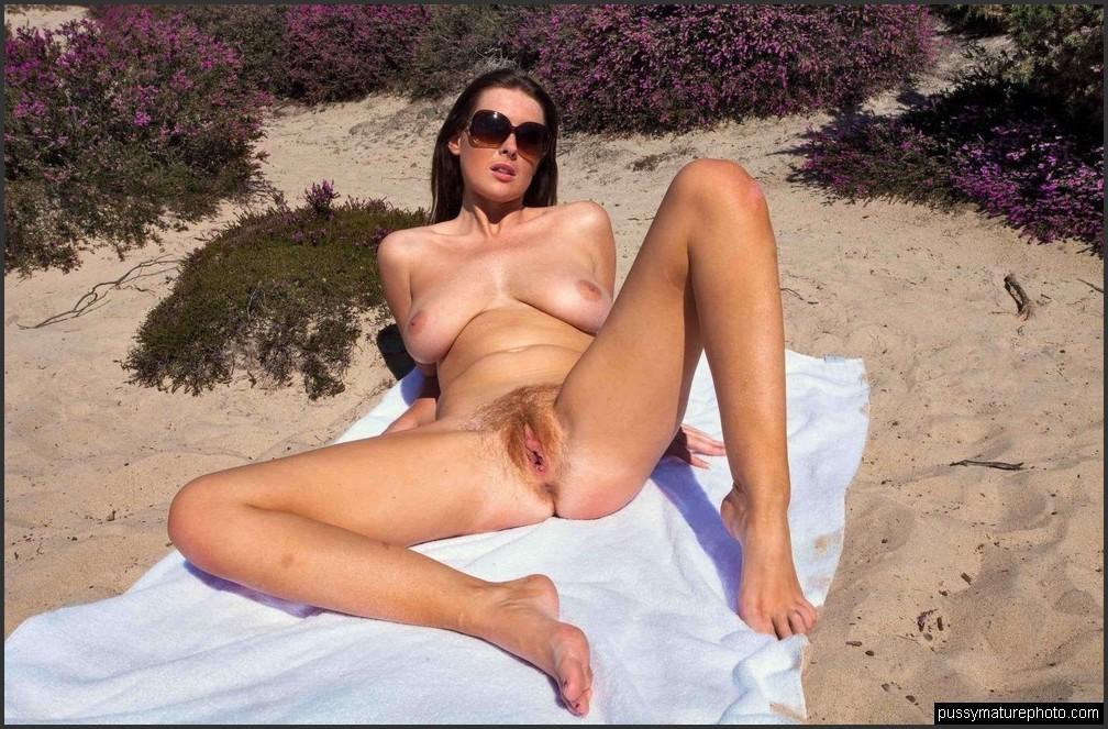 Am strand frauen reife fkk Reife Frau