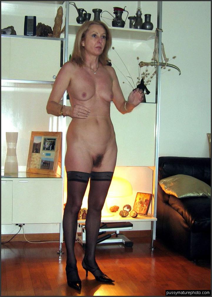 Hause hausfrauen nackt zu Hausfrauen nackt